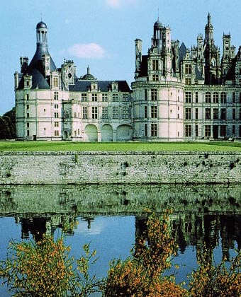 Luxury loire valley crewed hotel boat cruises hotel barges for Hotel design loire